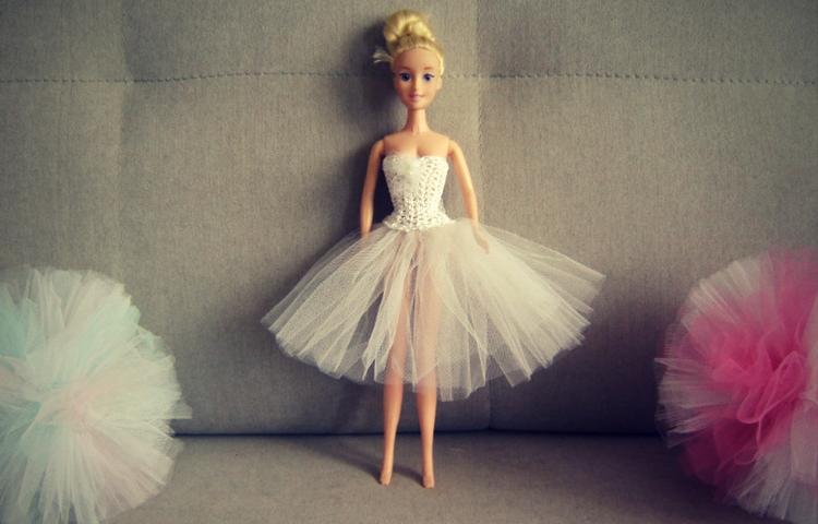 Biała sukienka tutu dla Barbie