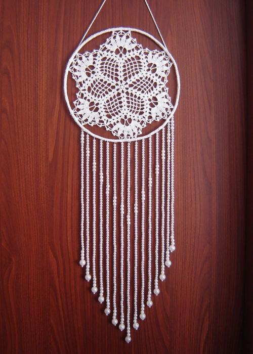 Łapacz snów z serwetki ze sznurkami z koralików