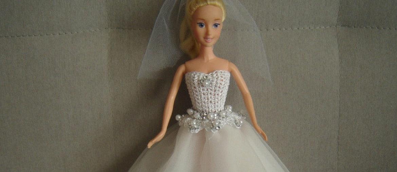 Suknia ślubna dla lalki Barbie – szydełkowa góra, tiulowy dół