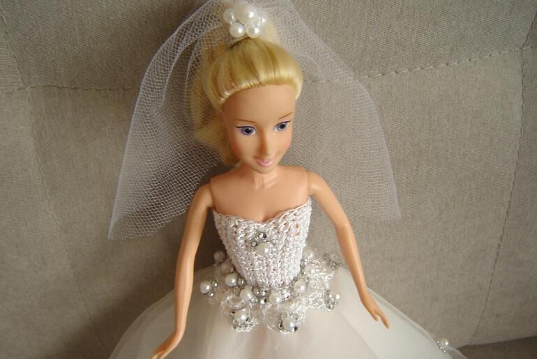 Sukienka ślubna dla lalki Barbie