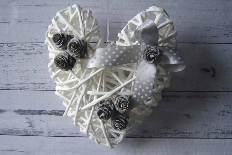 Serce z wikliny papierowej na Boże Narodzenie