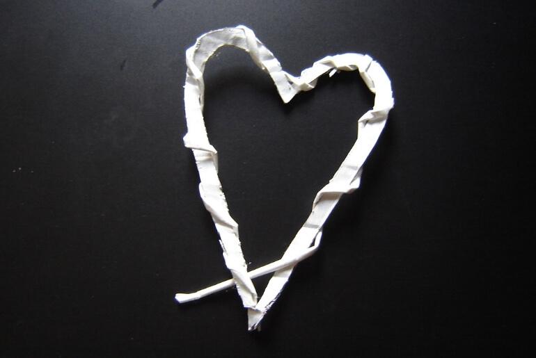 Owijanie serca z kartonu wikliną papierową