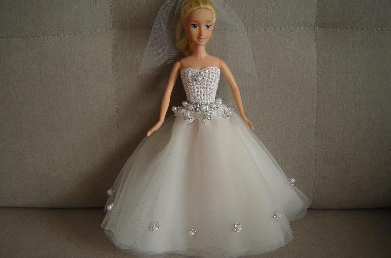 Suknia ślubna dla lalki Barbie