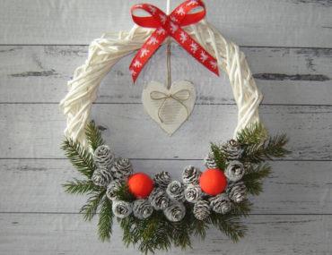 Wianek bożonarodzeniowy z wikliny papierowej DIY