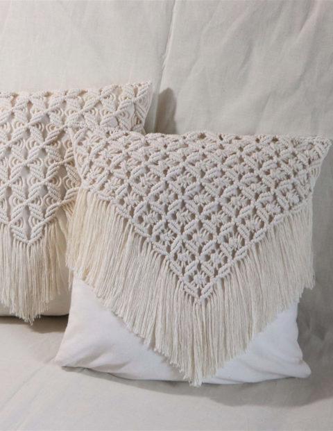 Poszewki na poduszki z makramą w kształcie trójkąta